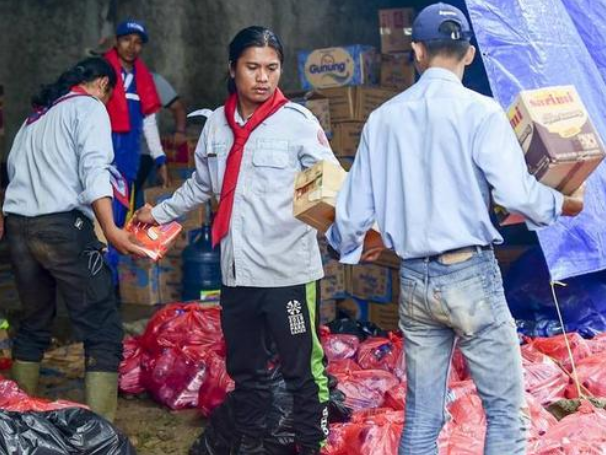 综合消息:印尼海啸伤者数量激增 我总领馆发布安全提示