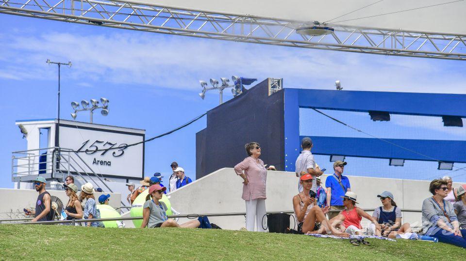 澳网2019出现了越来越多的中国元素,澳网还有了中国赞助商冠名的球场—1573球场!泸州老窖作为澳网全球合作伙伴,也是澳网最高级别的中国赞助商,在墨尔本公园的身影随处可见。