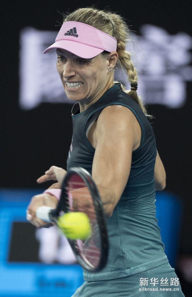 澳网:科贝尔晋级第三轮。    1月16日,科贝尔在比赛中回球。    当日,在2019澳大利亚网球公开赛女单第二轮比赛中,德国选手科贝尔以2比0战胜巴西选手马亚,晋级第三轮。    新华社记者吕小炜摄