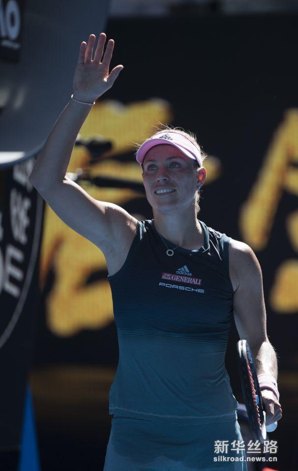 澳网:穆雷不敌阿古特 。    1月14日,英国选手穆雷在比赛中回球。     当日,在墨尔本进行的澳大利亚网球公开赛男单首轮比赛中,英国选手穆雷以2比3不敌西班牙选手阿古特,无缘次轮。    新华社/欧新
