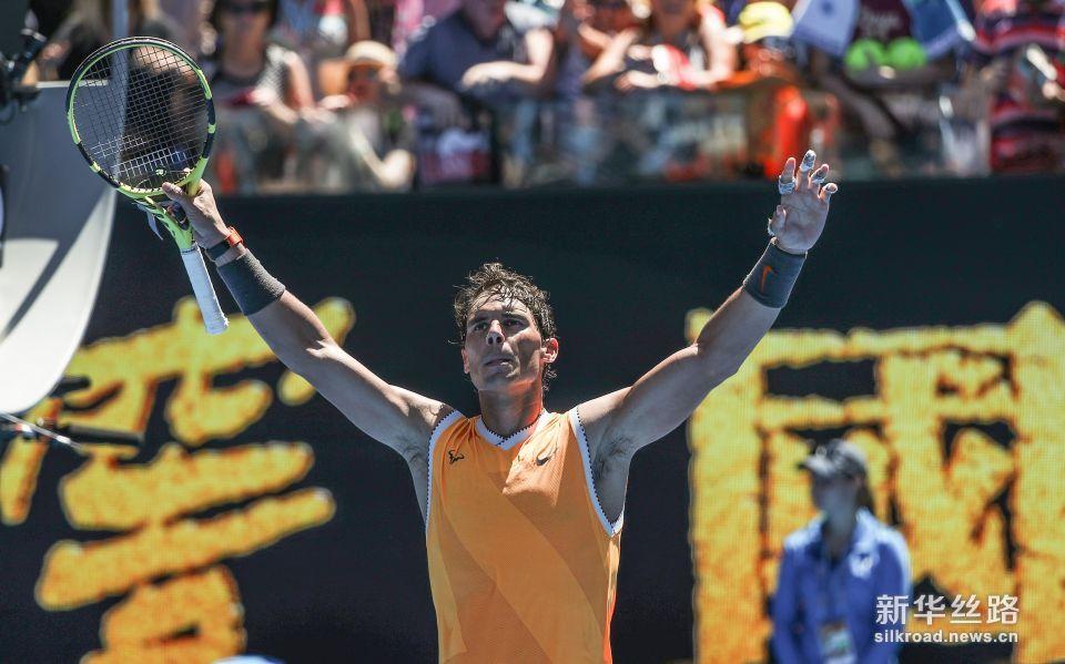 澳网:纳达尔首轮晋级。    1月14日,西班牙选手纳达尔庆祝获胜。    当日,在2019澳大利亚网球公开赛男单首轮比赛中,西班牙选手纳达尔以3比0战胜澳大利亚选手詹姆斯・达克沃思,晋级下一轮。    新华社记者白雪飞摄