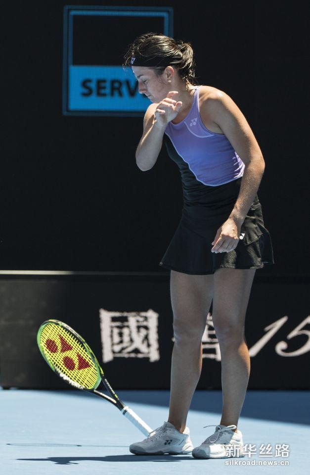 澳网:大坂直美晋级八强。    1月21日,拉脱维亚选手塞瓦斯托娃在比赛中。    当日,在2019澳大利亚网球公开赛女单第四轮比赛中,日本选手大坂直美以2比1战胜拉脱维亚选手塞瓦斯托娃,晋级八强。    新华社记者吕小炜摄