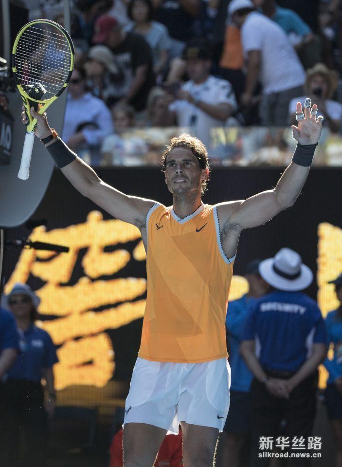 澳网:纳达尔晋级八强。    1月20日,西班牙选手纳达尔庆祝胜利。    当日,在2019澳大利亚网球公开赛男单第四轮比赛中,西班牙选手纳达尔以3比0战胜捷克选手伯蒂奇,晋级八强。    新华社记者吕小炜摄