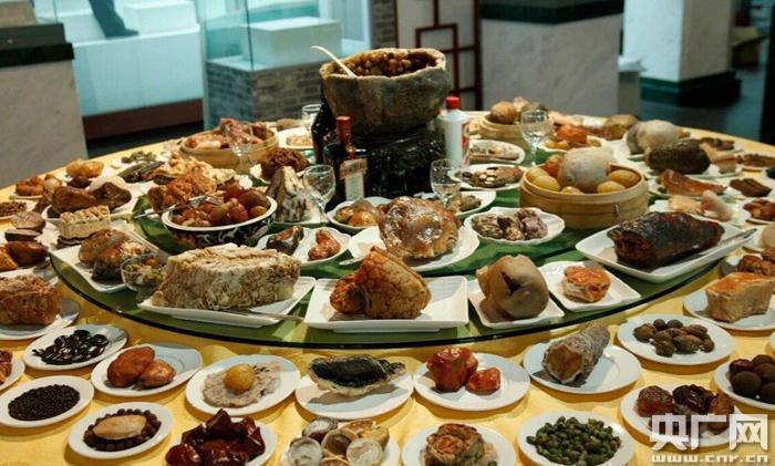 《满汉全席》奇石宴亮相宁夏博物馆
