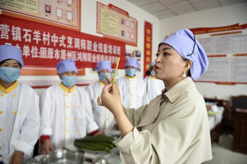 宁夏固原:学技能 促就业