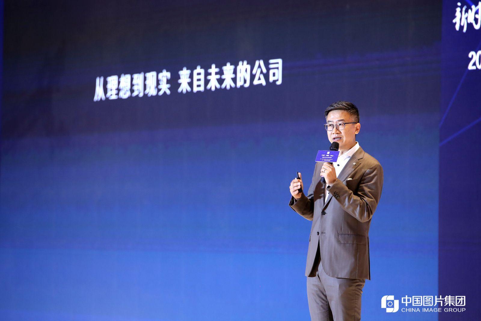 蔚来汽车用户发展副总裁朱江进行主题演讲。