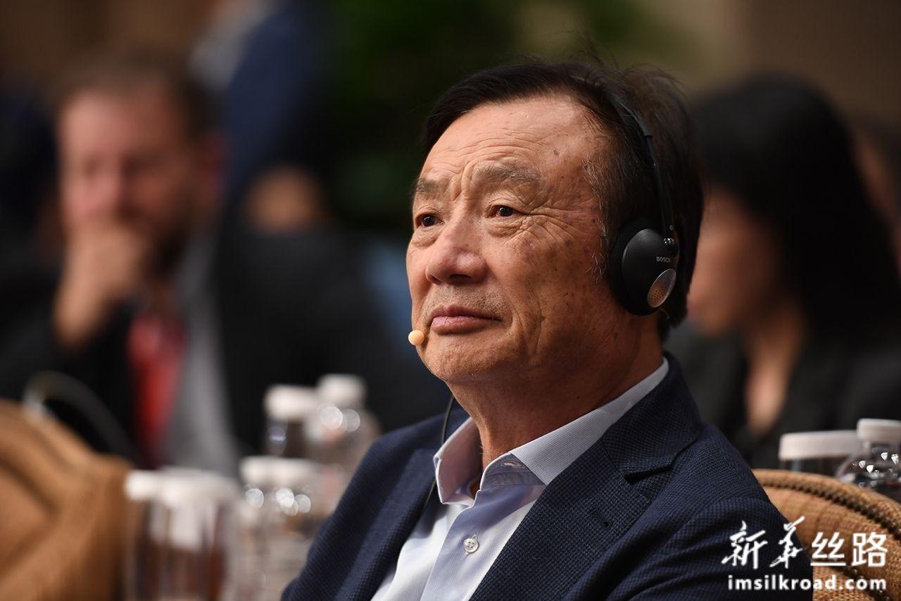 """6月17日,华为公司创始人、CEO任正非与美国学者乔治·吉尔德、尼古拉斯·内格罗蓬特在深圳总部就""""技术、市场和企业""""主题进行对话。新华社记者 梁旭 摄"""