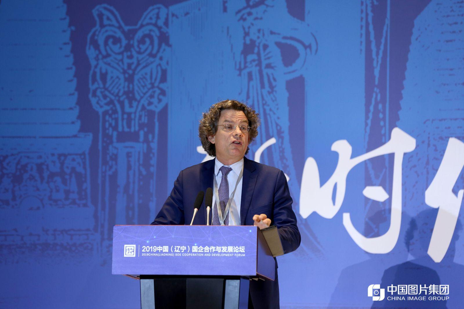 德国著名中国问题专家、德国资深记者弗朗克·泽林(Frank Sieren) 进行主题演讲。