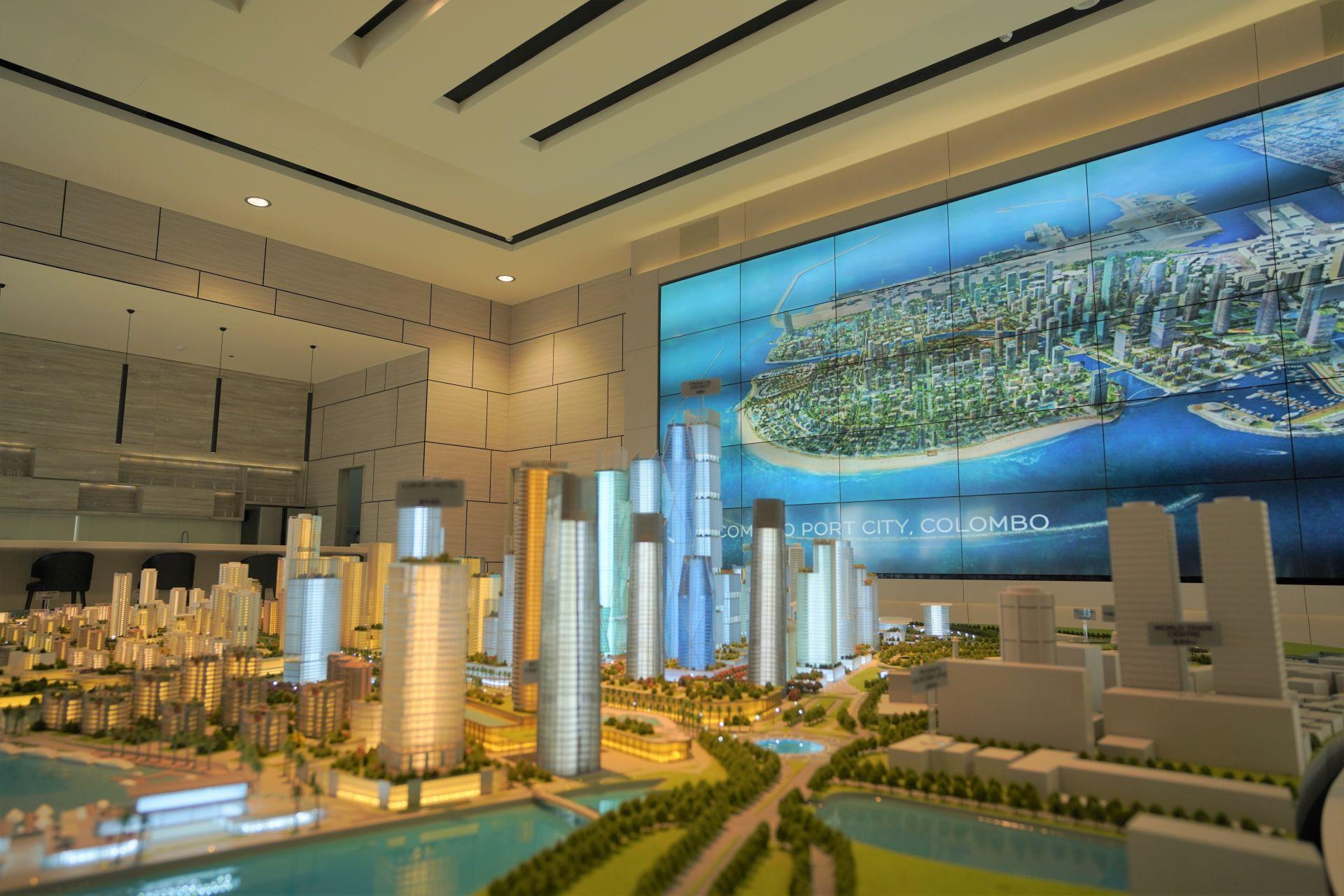 7月22日拍摄的科伦坡港口城销售展厅——模型展示中心。新华社记者 唐璐摄