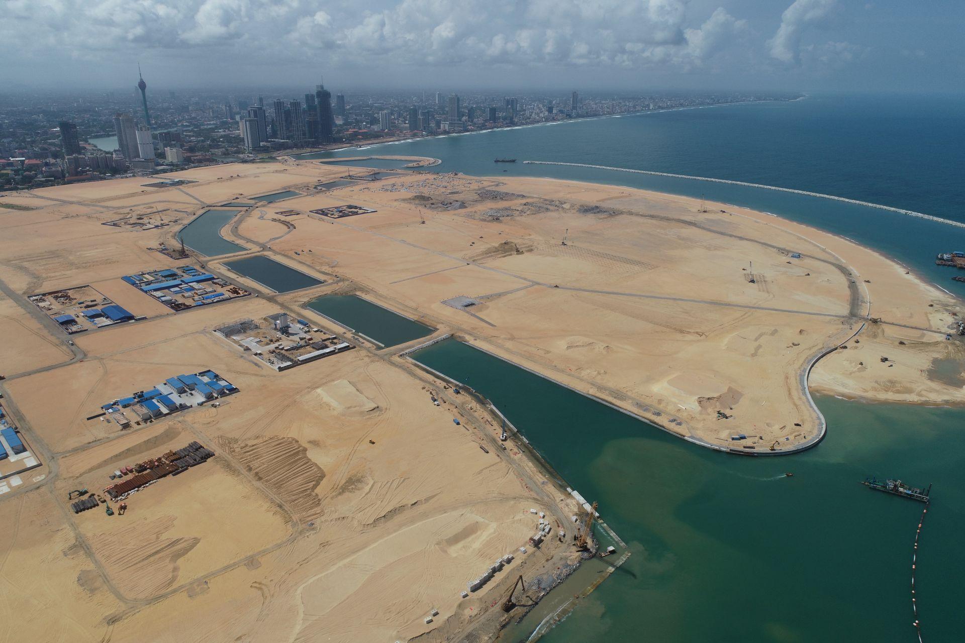7月12日无人机拍摄的港口城全景。新华社记者 唐璐摄