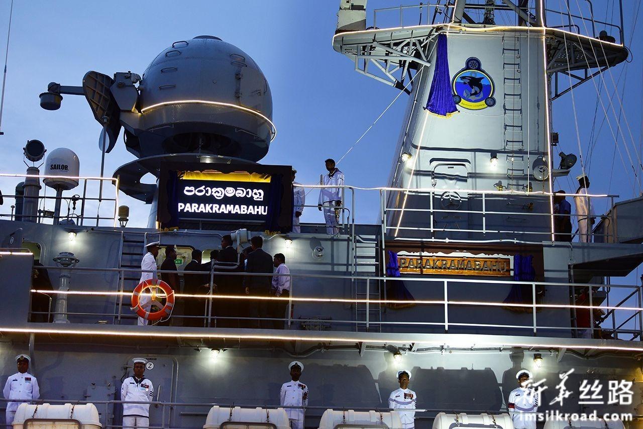 8月22日,在斯里兰卡科伦坡,斯里兰卡海军P625舰官兵参加入列仪式。新华社发