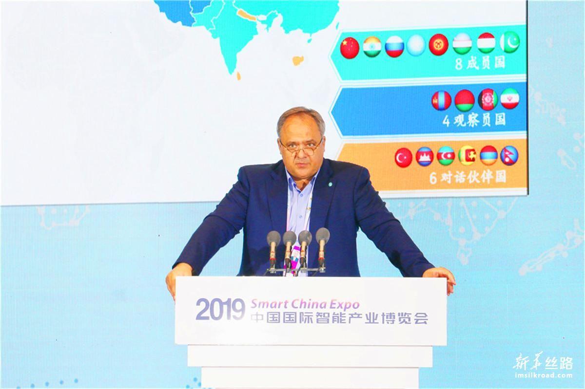 上海合作组织实业家委员会执行秘书长卡纳夫斯基作主题演讲