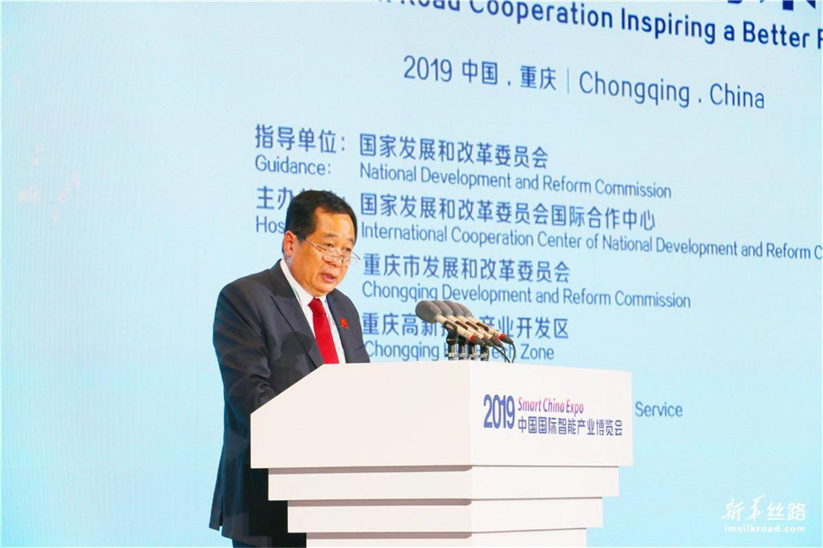 老挝邮政通讯部部长坦沙迈·贡玛西作主题演讲