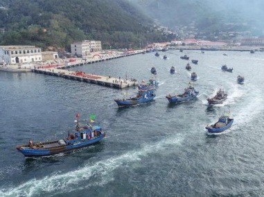 百舸争流 欢庆开渔