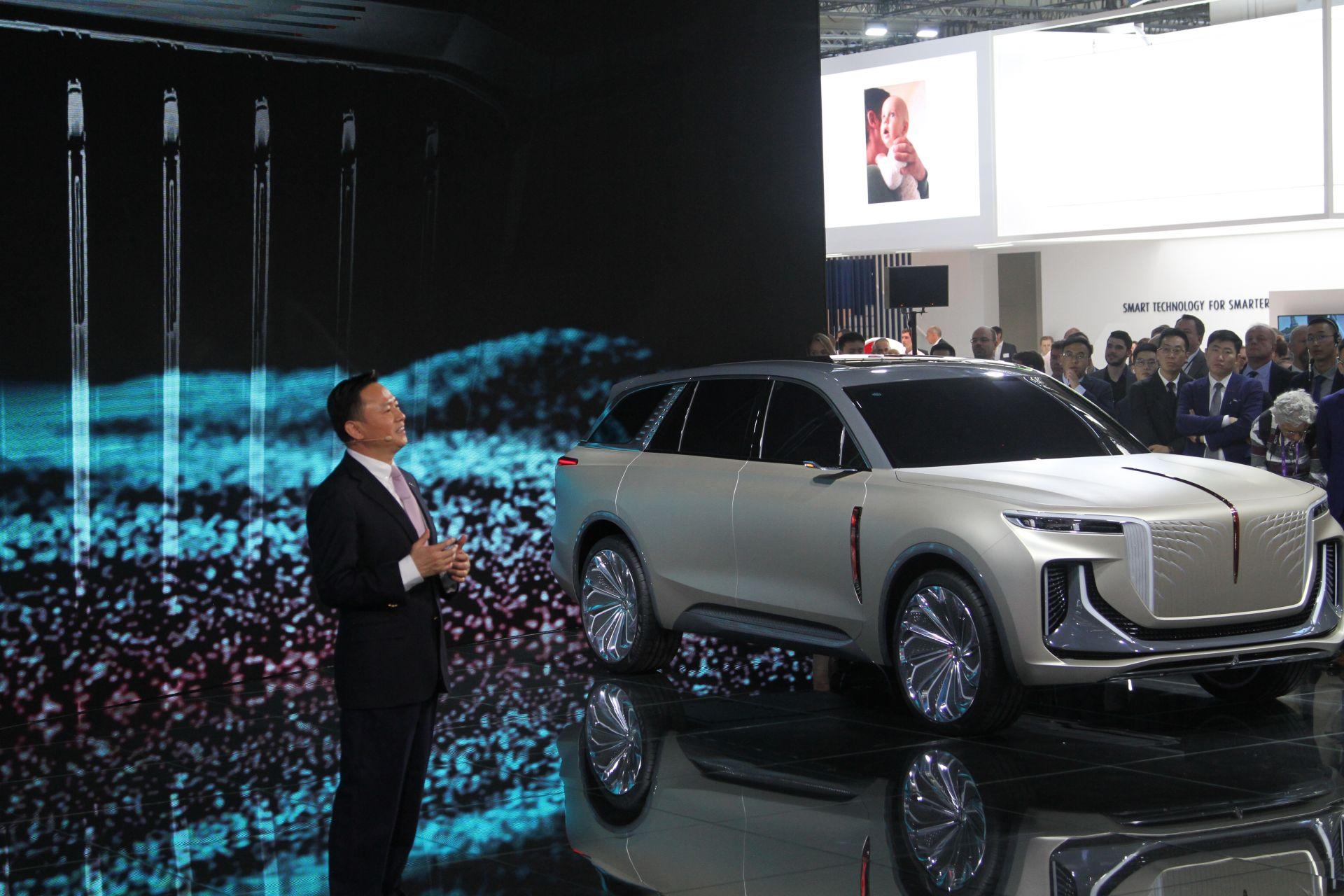 中国第一汽车有限公司董事长、党委书记徐留平现场发言