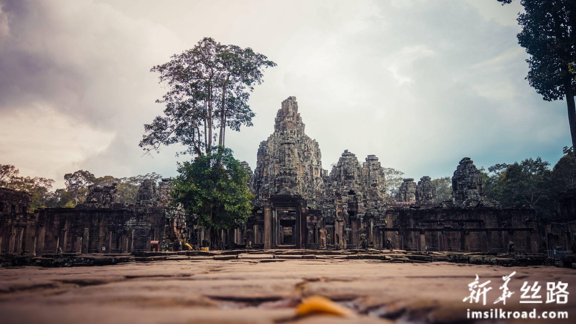 图为9月17日,在柬埔寨暹粒吴哥古迹中拍摄的巴戎寺(Bayon Temple)。新华社发(李玉辉摄)