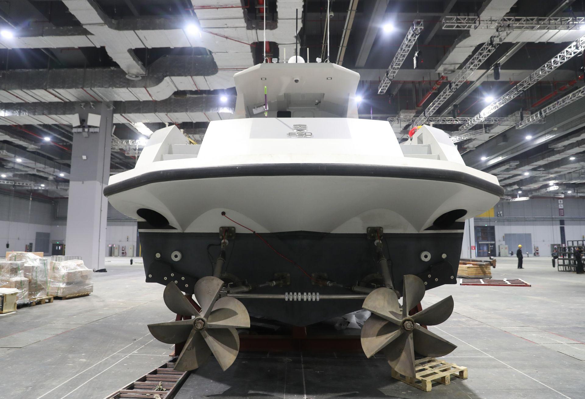 10月25日在国家会展中心(上海)拍摄的法拉帝195型高速巡逻船。   新华社记者 丁汀 摄