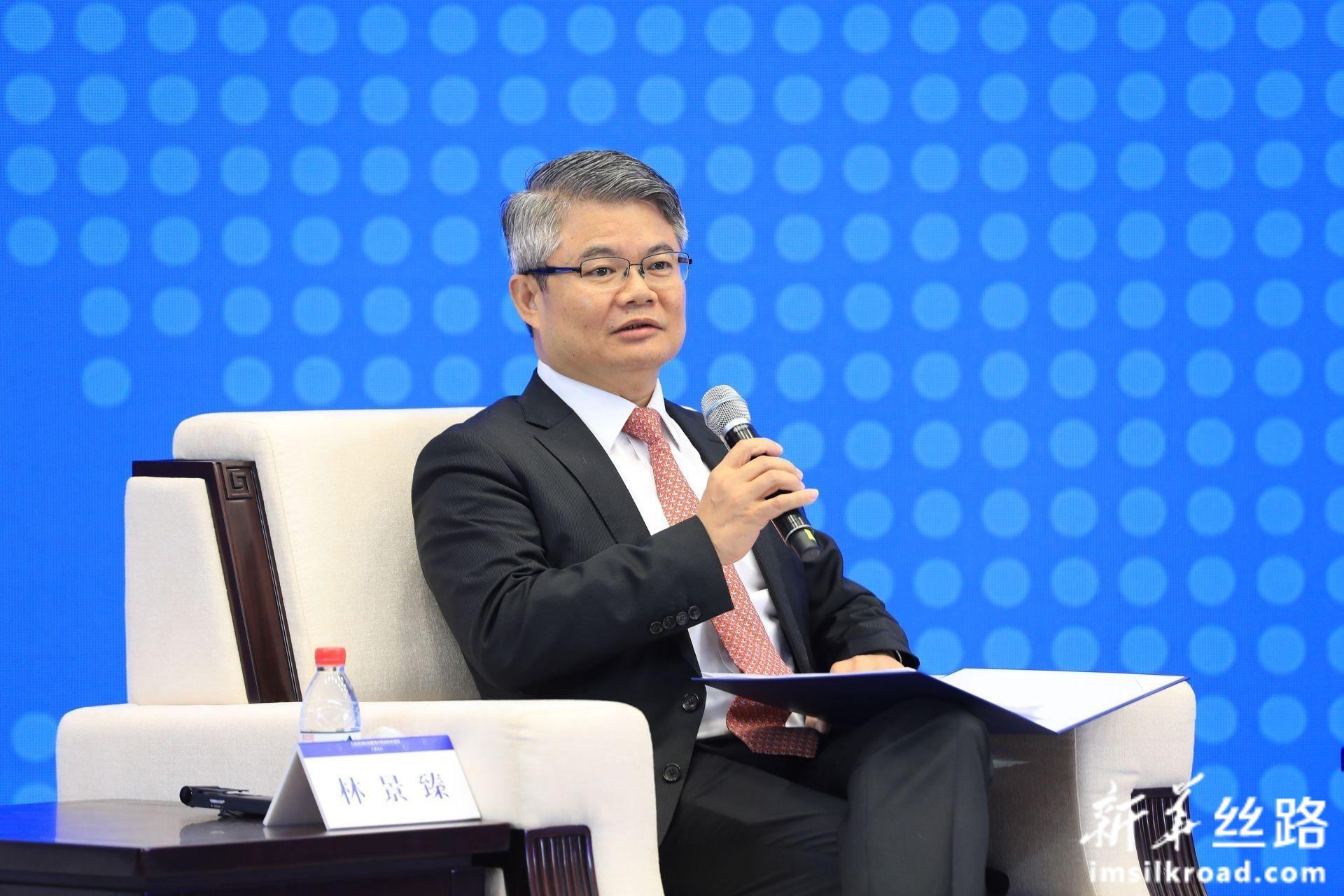 中国银行副行长 林景臻主持分论坛1:人民币国际化服务实体经济