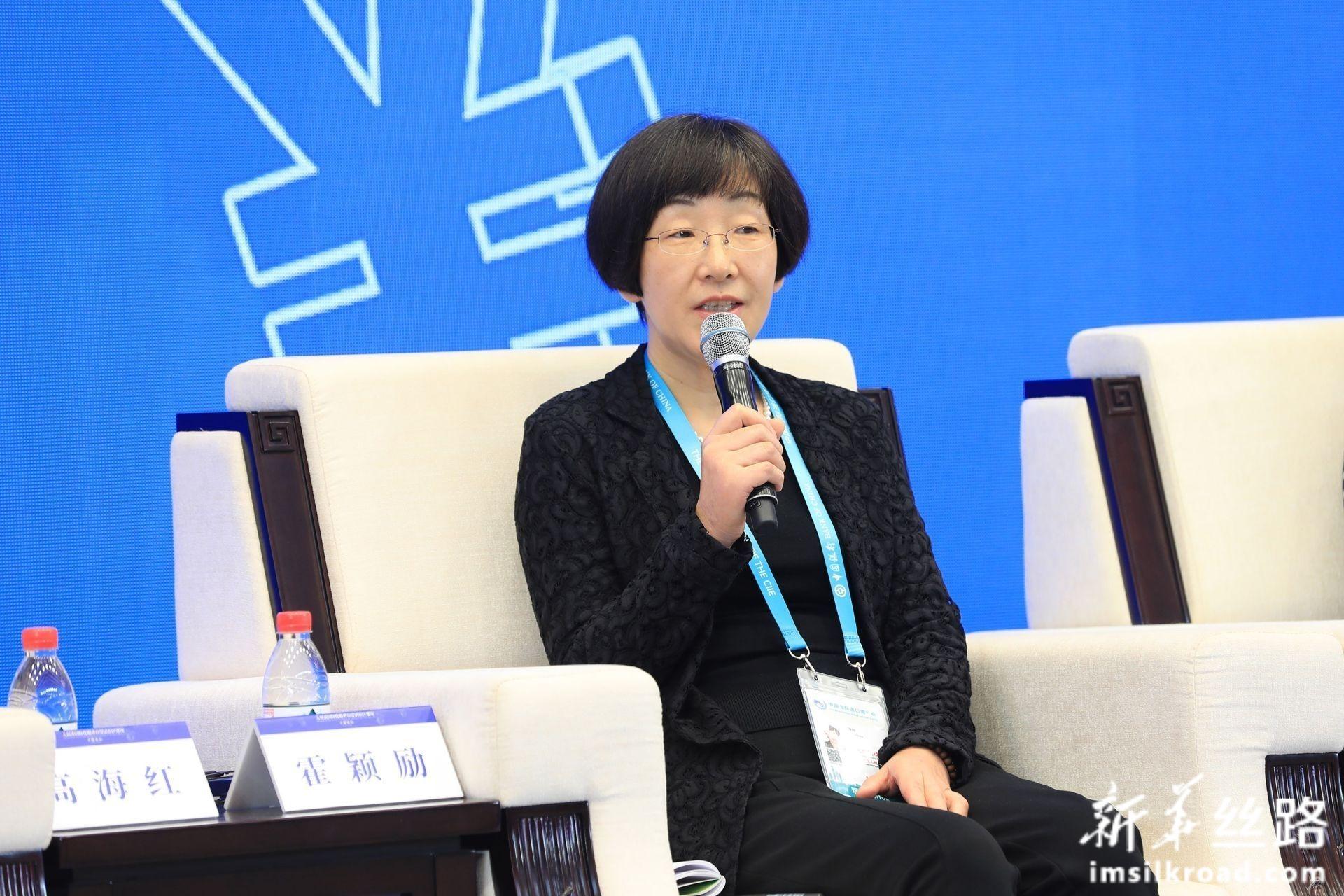 在分论坛1:人民币国际化服务实体经济上,中国人民银行宏观审慎管理局局长 霍颖励女士发言