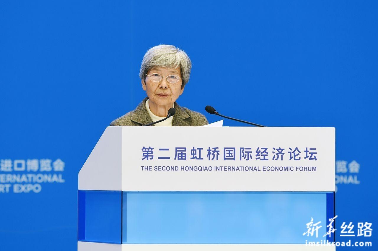11月5日,敦煌研究院名誉院长樊锦诗在论坛上发言。新华社记者 范培珅 摄