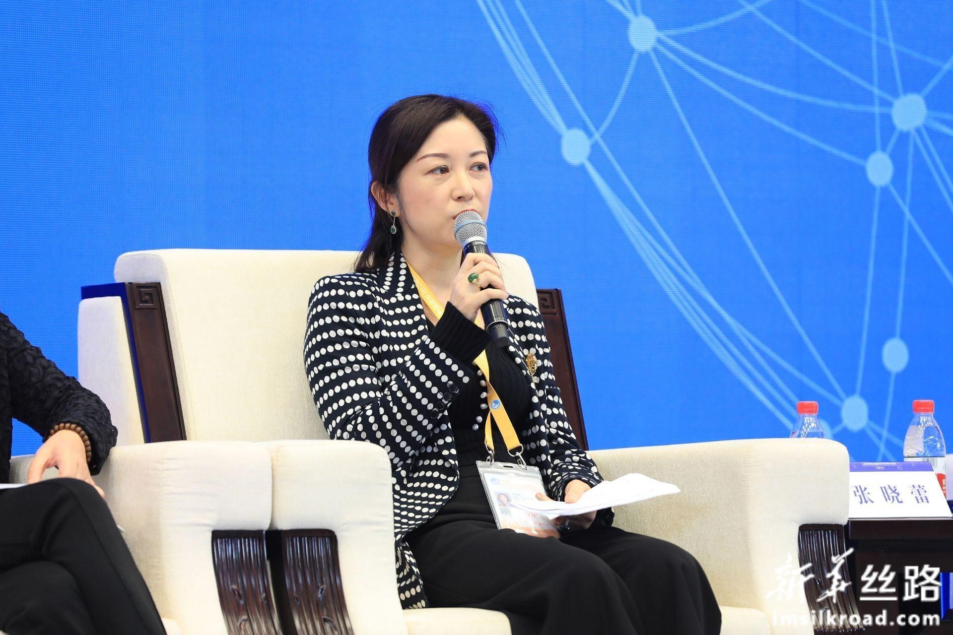在分论坛1:人民币国际化服务实体经济上,渣打银行(中国)有限公司行长兼副董事长张晓蕾女士发言