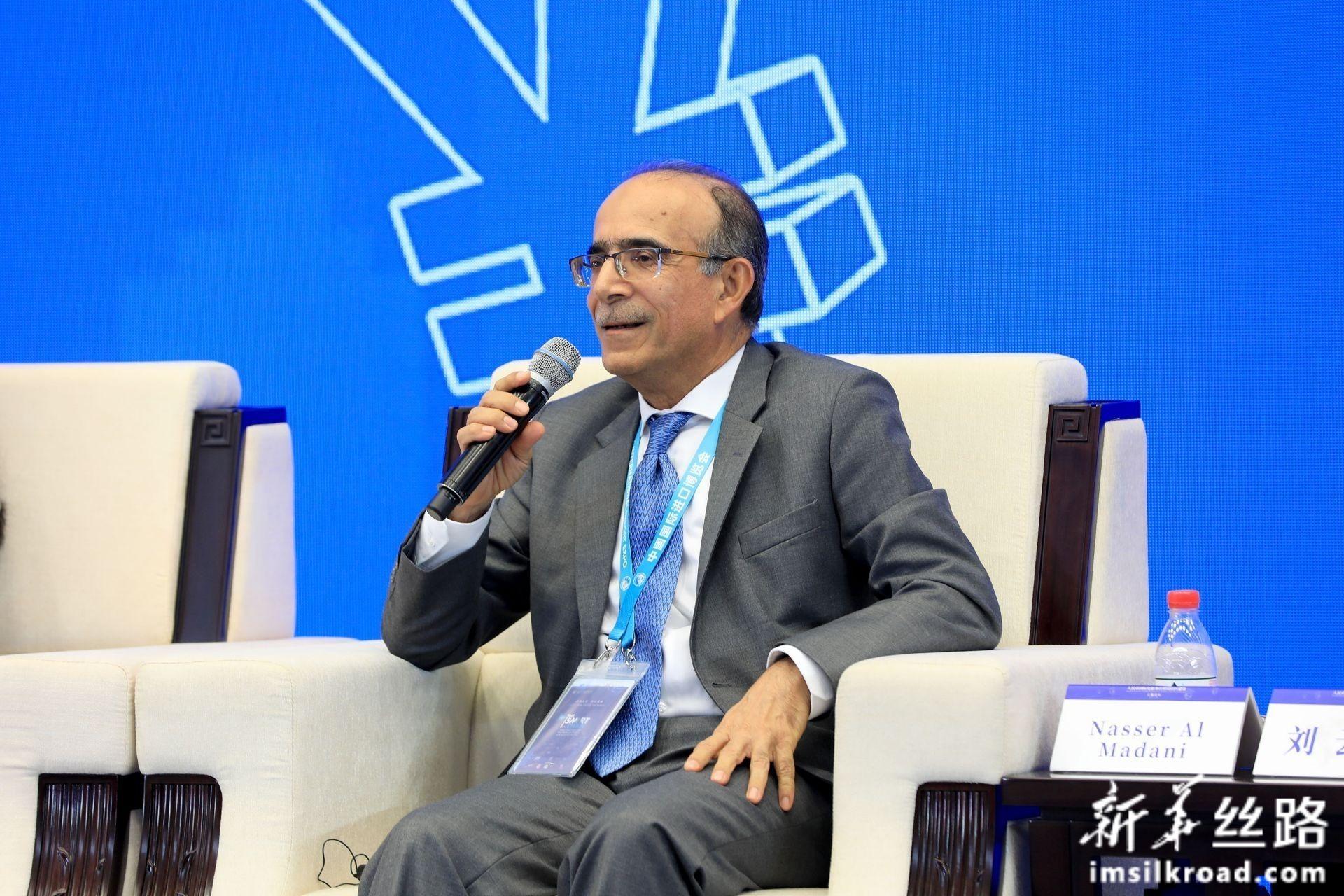 """在分论坛2:""""新时代自贸试验区新发展""""上,迪拜机场自贸区管理局副总裁 纳赛尔·马达尼发言"""