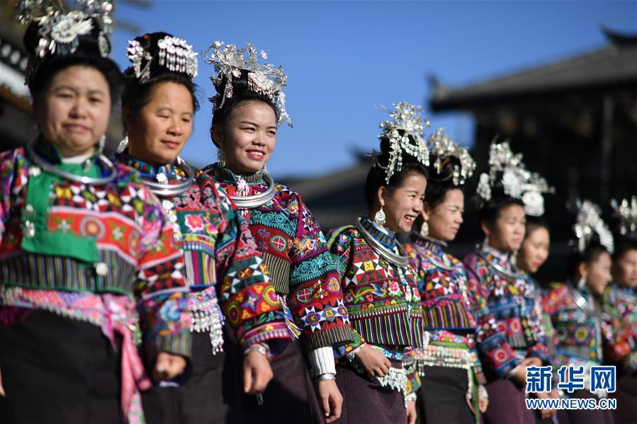 """12月7日,苗族群众身着民族服饰参加""""祭尤节""""活动。新华社记者 杨文斌 摄"""