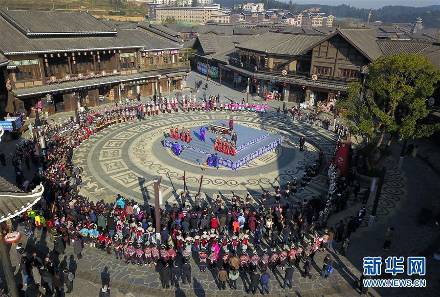 """12月7日无人机拍摄的丹寨县""""祭尤节""""活动现场。新华社记者 杨文斌 摄"""