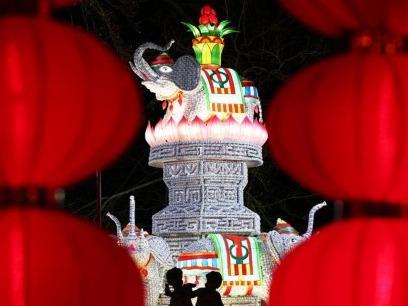 中国彩灯点亮法国塞纳古堡