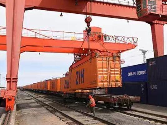 中蒙最大陆路口岸中欧班列搭载货物总量首破百万吨