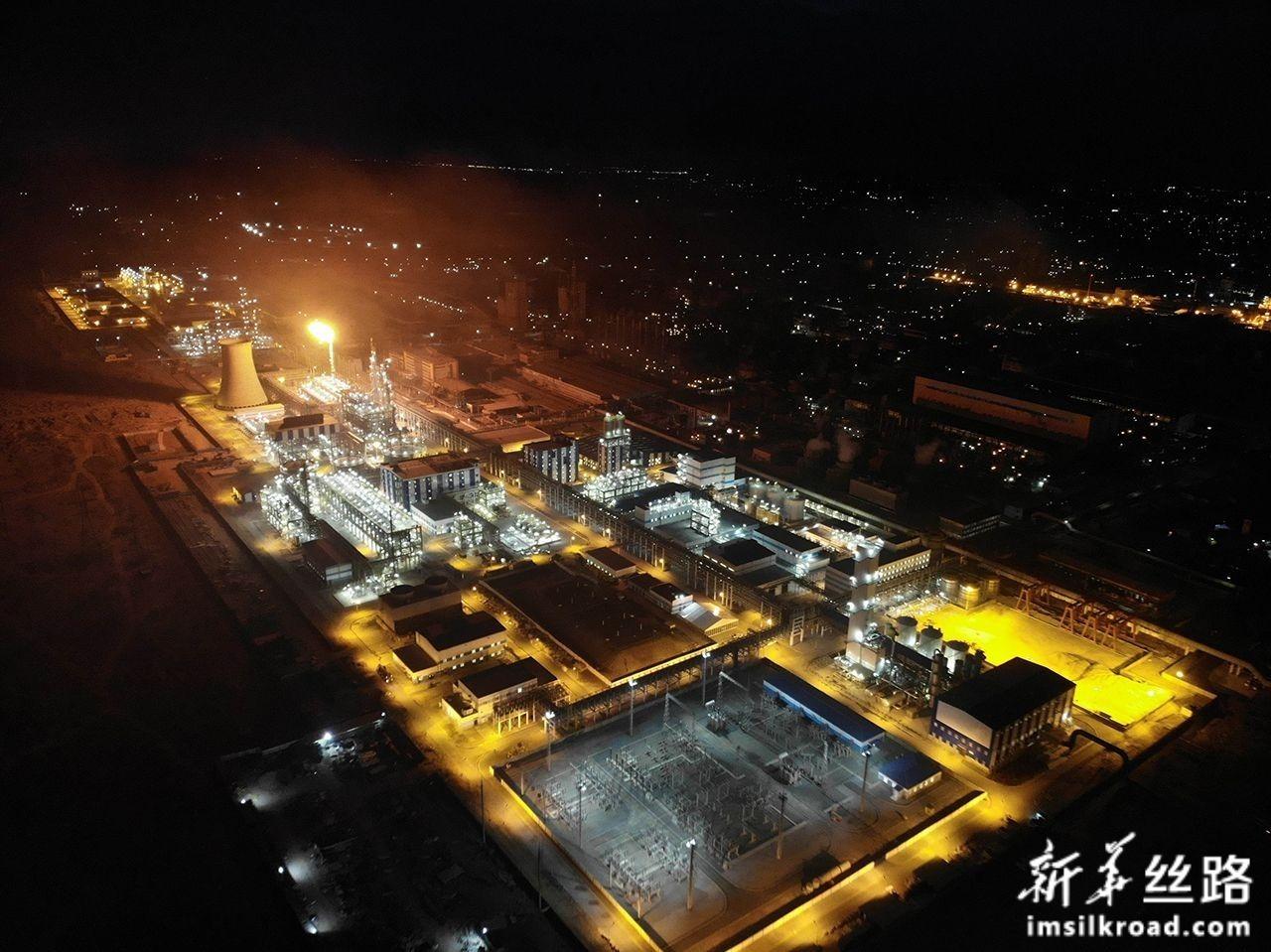 这是11月20日在乌兹别克斯坦纳沃伊拍摄的聚氯乙烯生产项目的厂房。新华社发(中工国际工程股份有限公司供图)