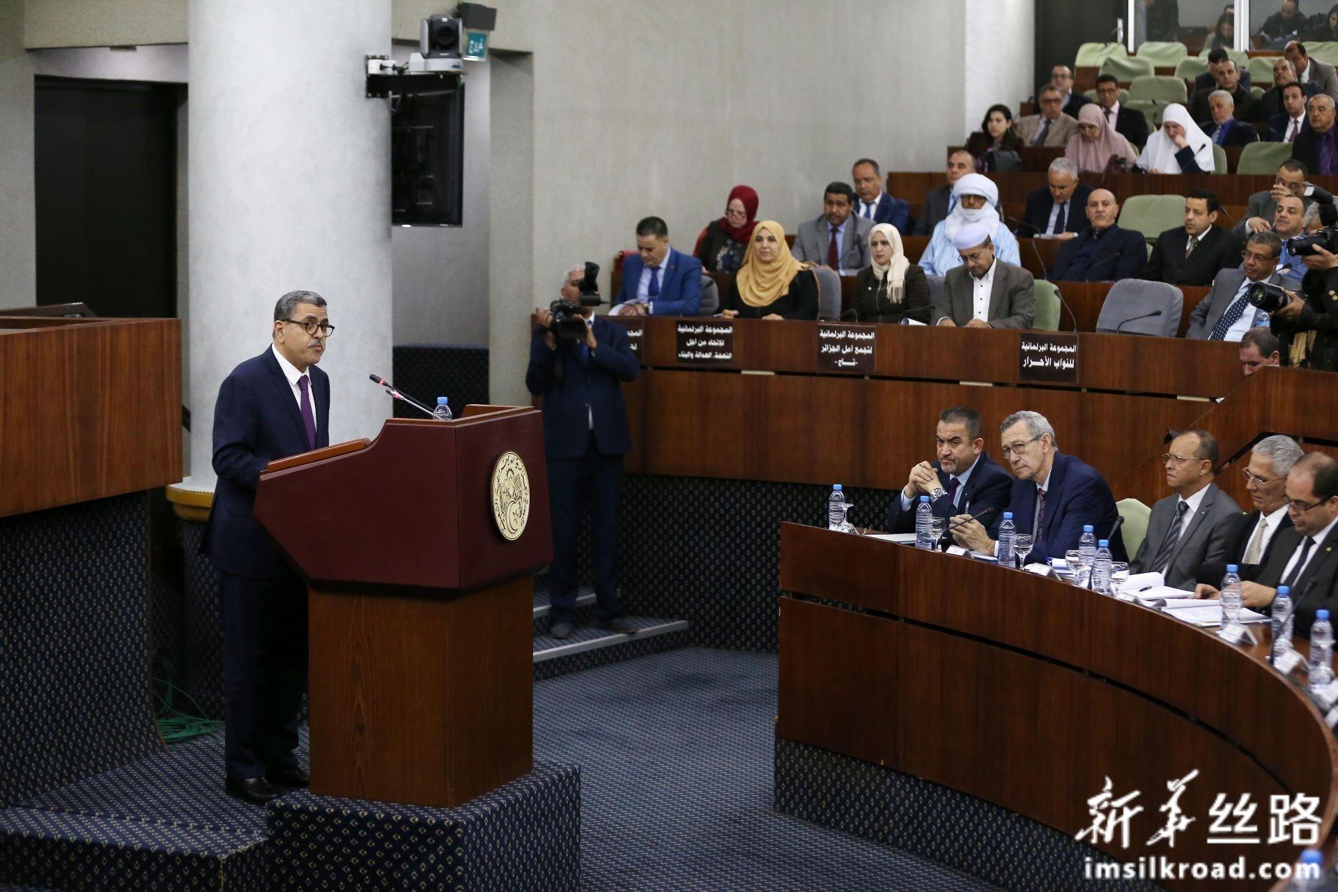 2月11日,在阿尔及利亚首都阿尔及尔,阿尔及利亚总理阿卜杜勒-阿齐兹·杰拉德在议会讲话。新华社发