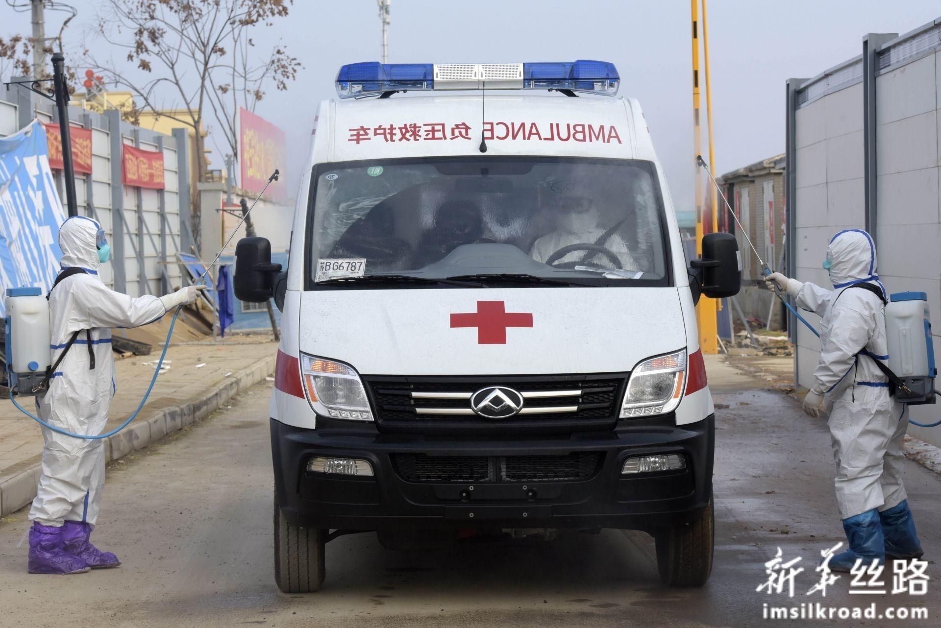 2月13日,武汉火神山医院首批新冠肺炎确诊患者治愈出院。新华社发(范显海 摄)