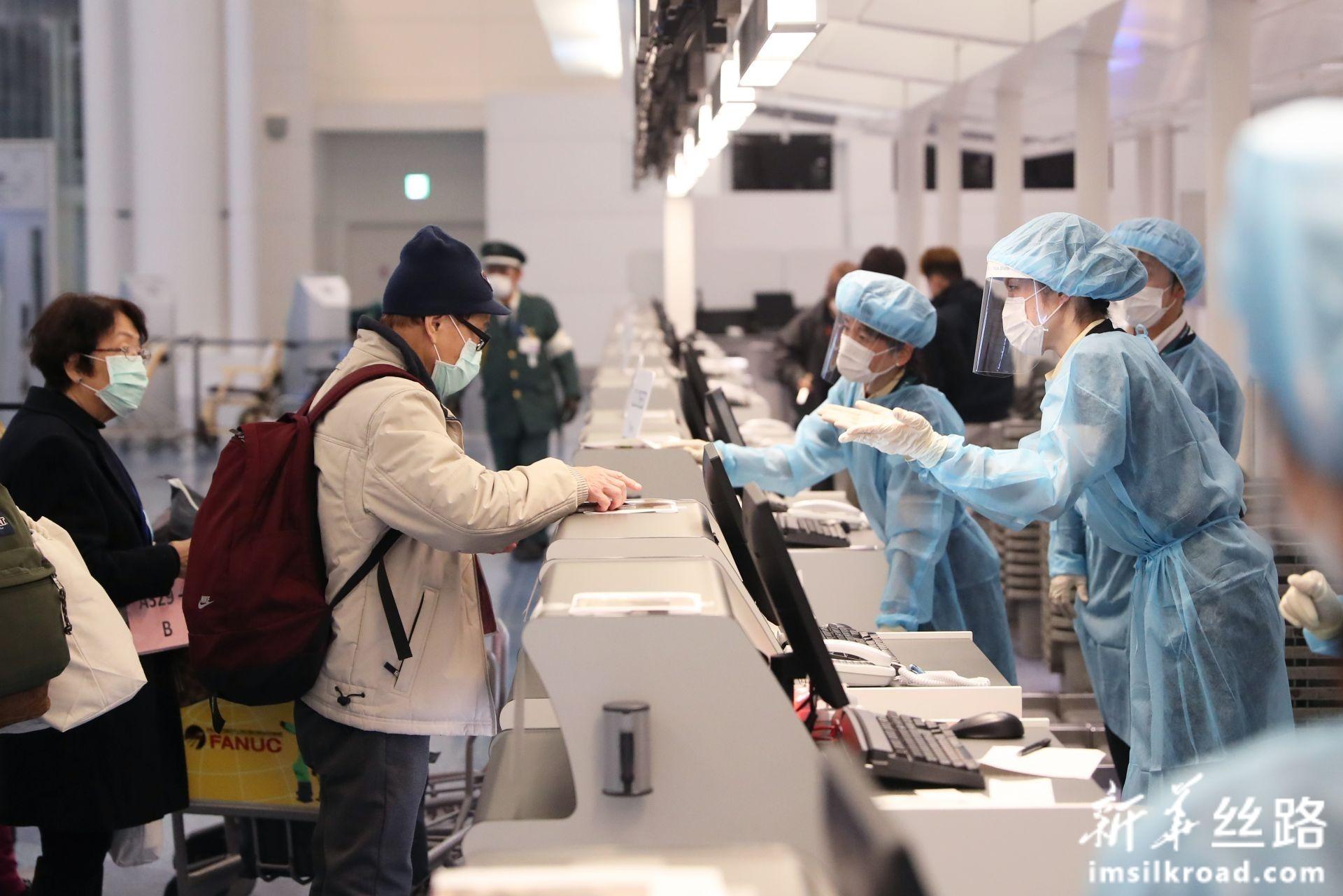 """""""钻石公主""""号邮轮部分中国乘客乘包机返港"""