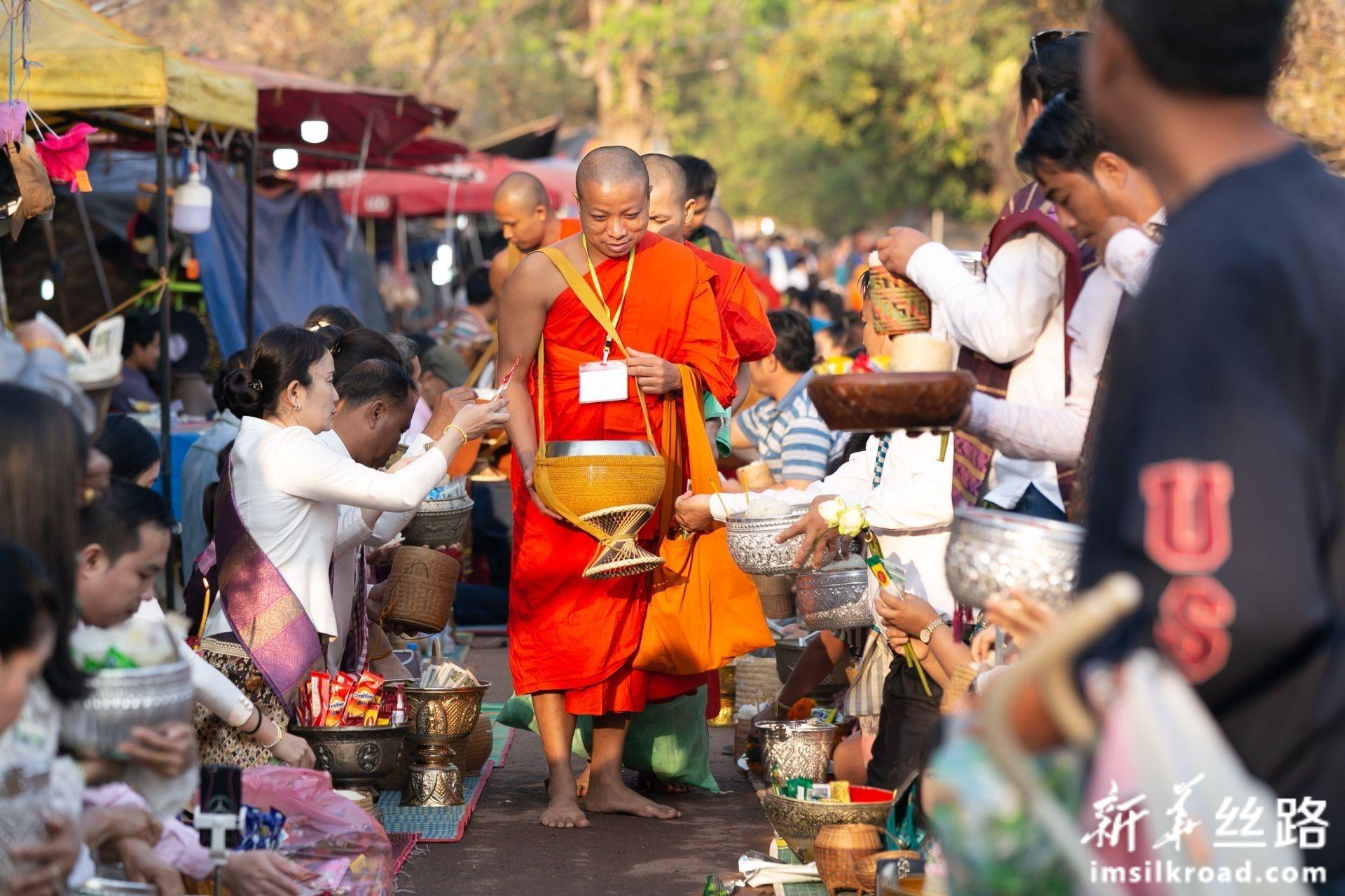 """老挝:瓦普庙上""""瓦普节"""""""