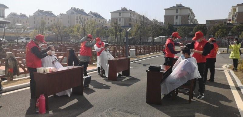 """安徽和县:志愿服务 解决""""头""""等问题"""