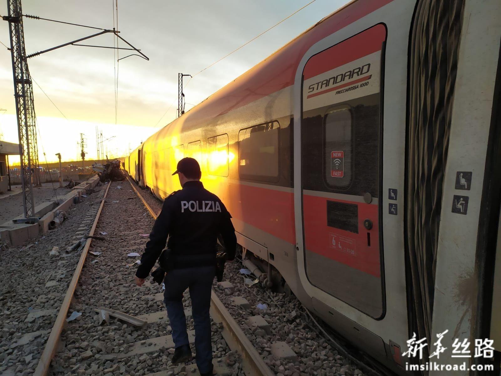 意大利北部发生高铁列车脱轨事故 两人死亡多人受伤