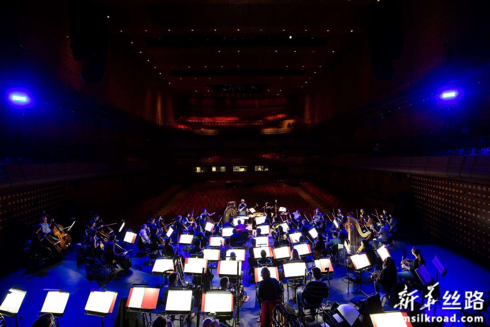 这是2月14日在比利时安特卫普拍摄的音乐会排练现场。新华社记者 张铖 摄