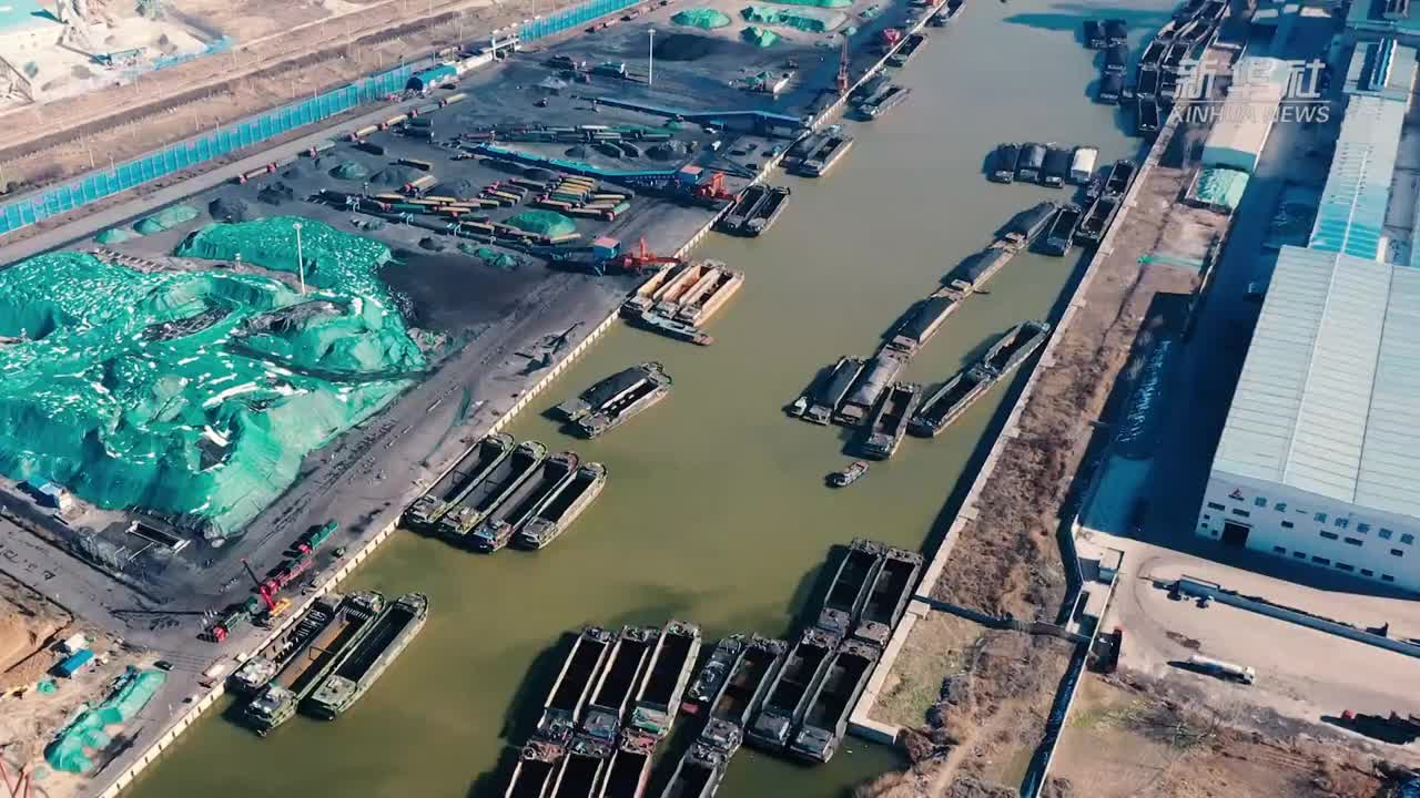 航拍山东巨野内河港口复工后繁忙景象
