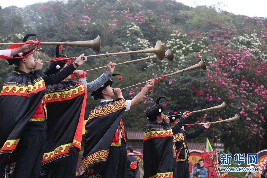 """3月28日,贵州百里杜鹃景区举行""""祭花神""""活动。新华网 卢志佳 摄"""