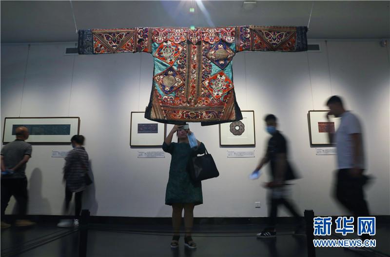贵州省文化馆刺绣藏品展在贵阳开展