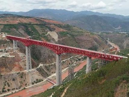 中老铁路中国段玉磨铁路元江双线特大桥合龙