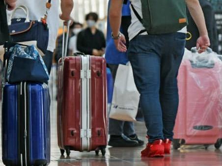 日本最早10月起进一步放宽外国人入境限制