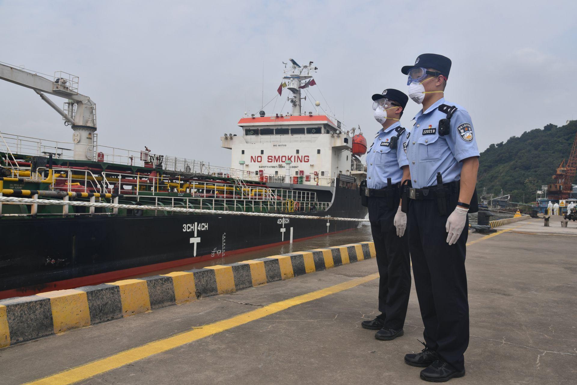 安徽芜湖:疫情后首艘外轮入境 边检严守国门全力服务发展