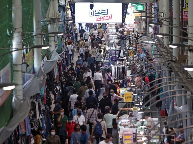 韩政府拟向千万人发放消费券促内需
