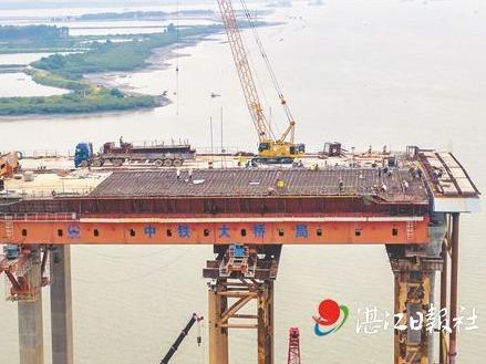 调顺跨海大桥东岸引桥上部结构完工