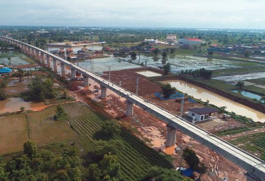 中老铁路最长桥梁主体施工完成