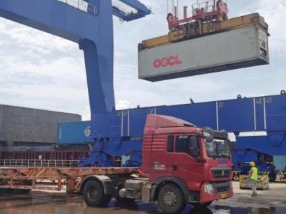 """海口港集装箱码头实现进口货物""""船边直提""""和出口货物""""抵港直装"""""""
