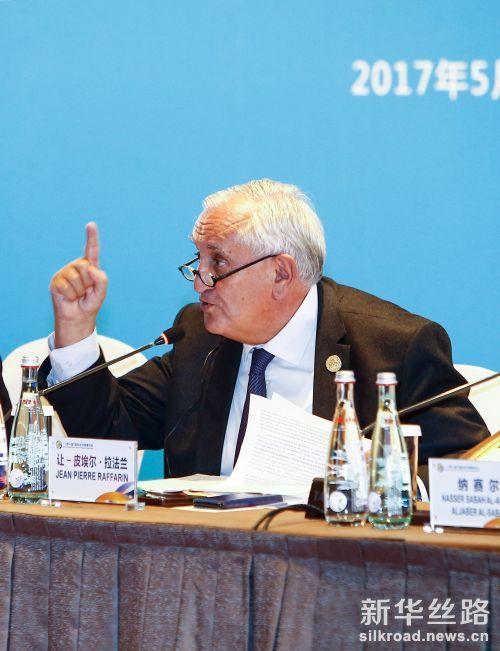 """5月14日,""""一带一路""""国际合作高峰论坛高级别会议在北京国家会议中心举行""""政策沟通""""平行主题会议。这是法国总统代表、参议院外事委员会主席、前总理拉法兰在发言。"""