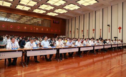 图为中国质量发展圆桌会议之高端对话活动现场(陈伟 摄)